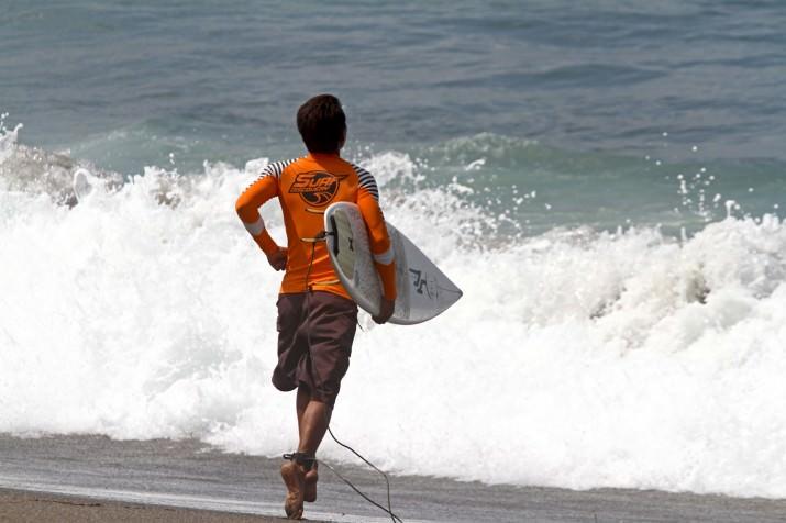 Маде идёт серфить