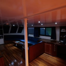 Серф путешествие на яхте к Мальдивским островам