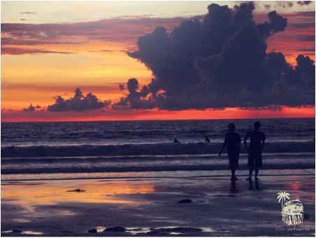 Два взгляда на один Surf Van Camp от Тани и Лехи