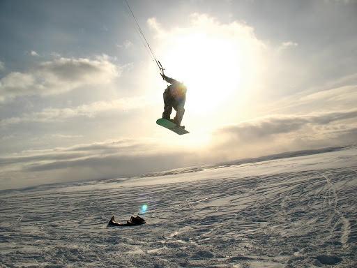 Чем заняться в Москве зимой? Школа сноукайтинга KiteClass