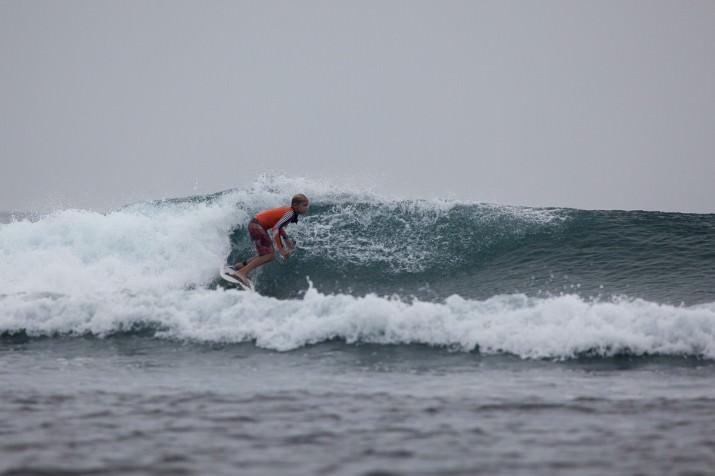 Nikita surfing