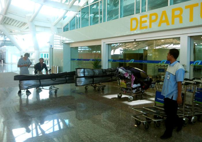 Сёрф Дискавери в аэропорту Коломбо