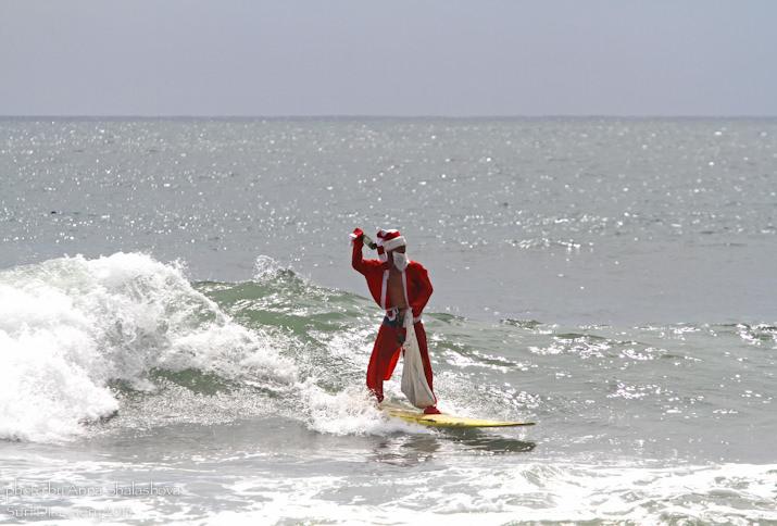 Дед Мороз серфит