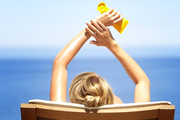 Солнце и мы: 6 популярных заблуждений и как правильно наносить «серферский макияж».