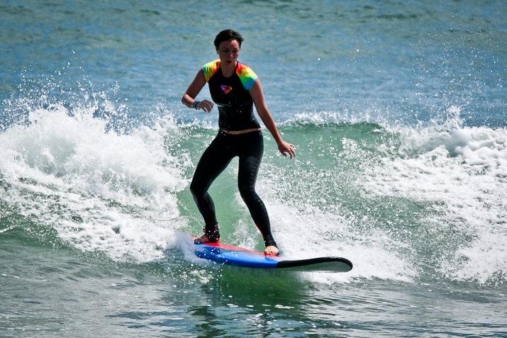 Учим серфингу солистку из группы «Игра слов»