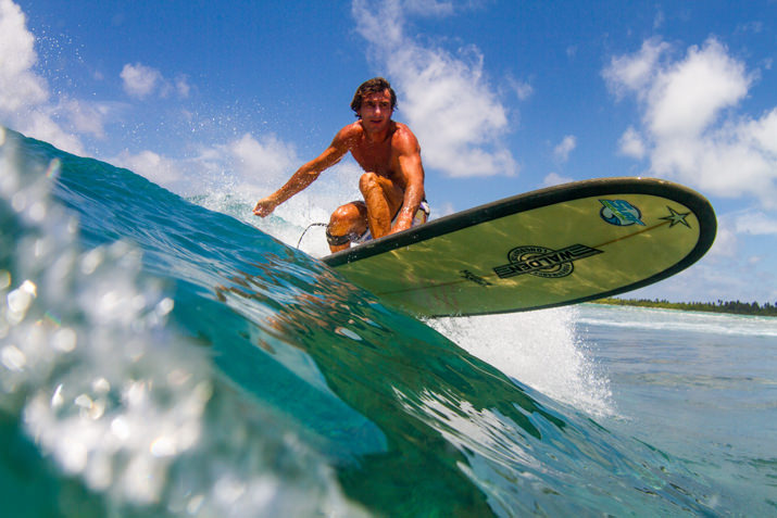 surfing maldives